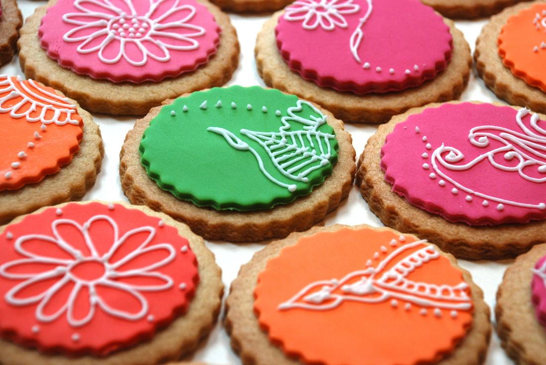 Mehndi Cushion Cake : Mehndi cakes by zahra makers of gourmet