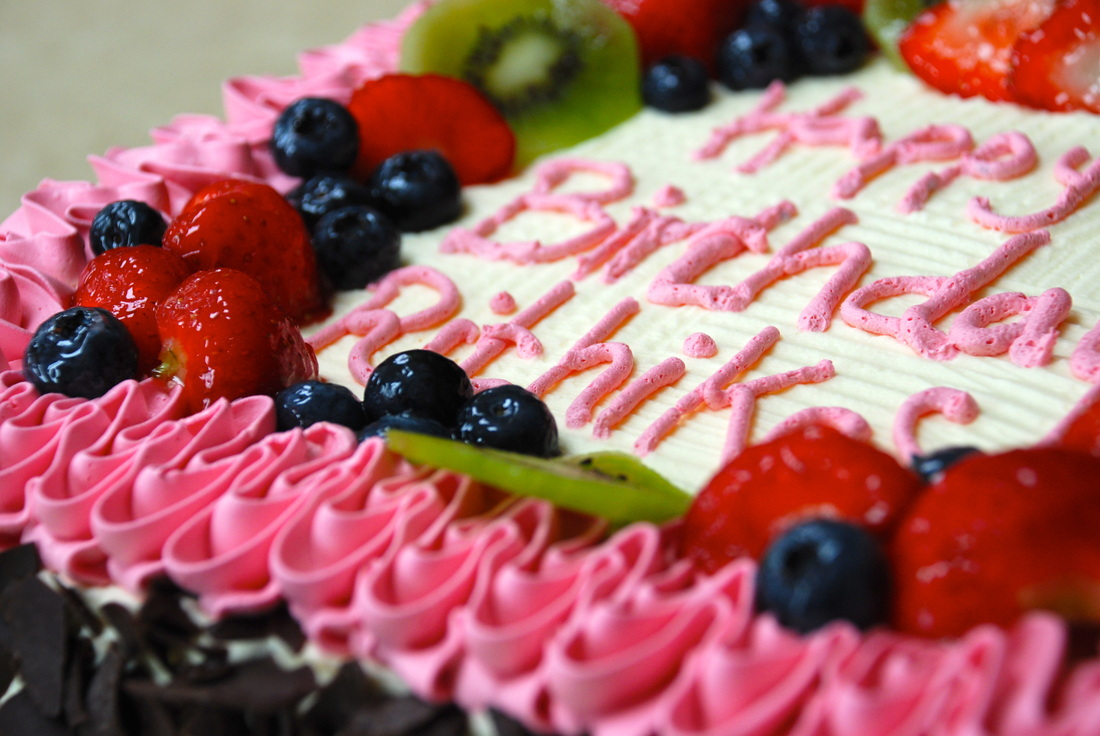 N Mehndi Cake : Zahra cakes based in altrincham near manchester create fresh cream