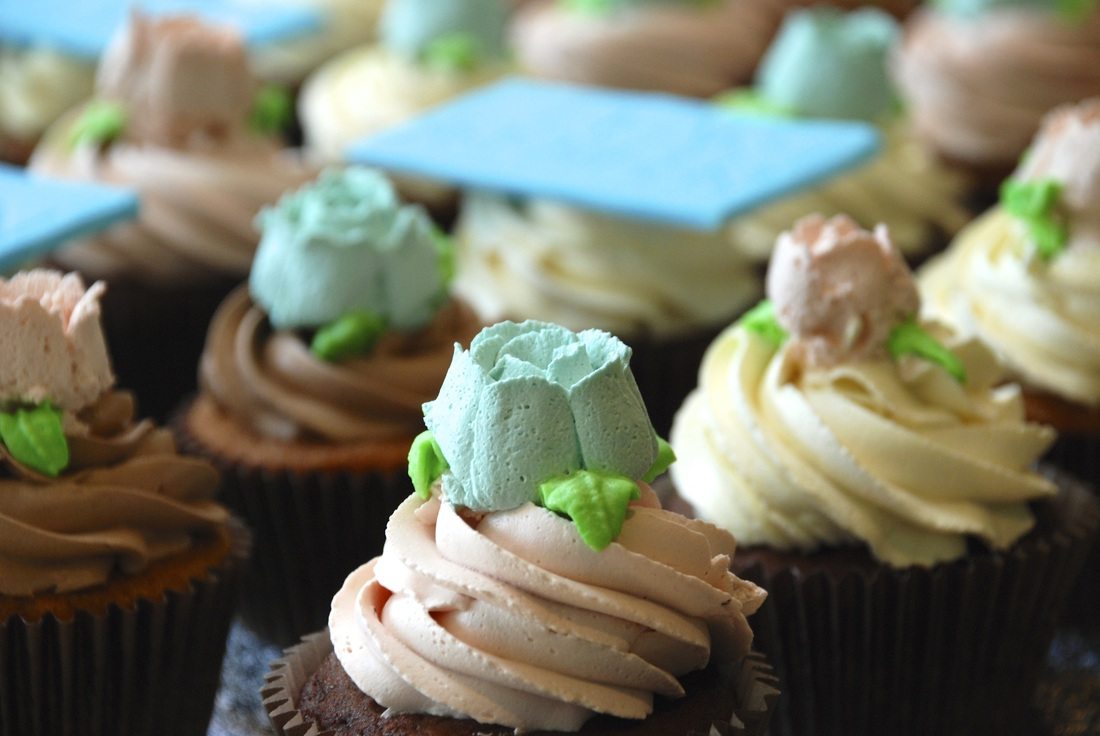 Mehndi Cakes East London : Zahra cakes makers of gourmet eggless cupcakes